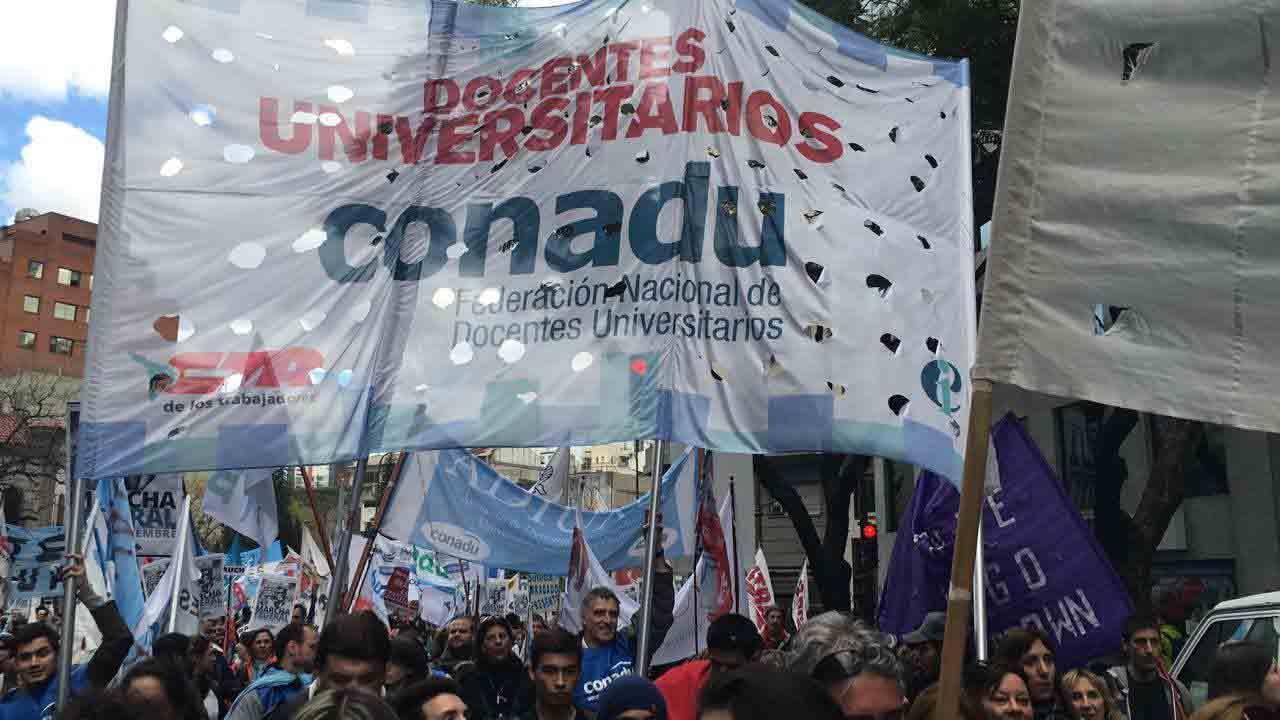 Nueva semana de lucha para docentes universitarios
