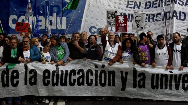 Nuevo rechazo de docentes universitarios a propuesta salarial insuficiente