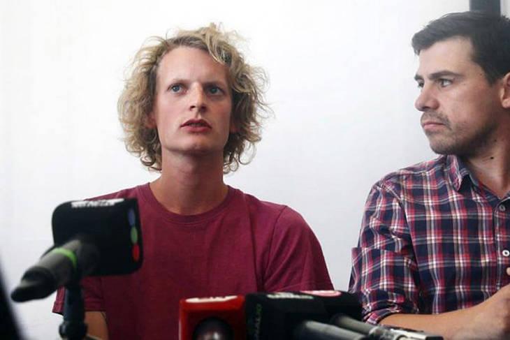 Un periodista alemán fue detenido y golpeado por fotografiar el daño ambiental en Vaca Muerta